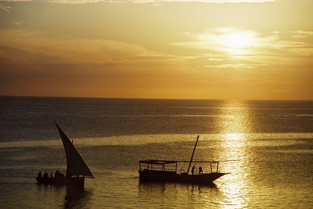 Zanzibar, Tanzania, Sonnenuntergang. Segelboot
