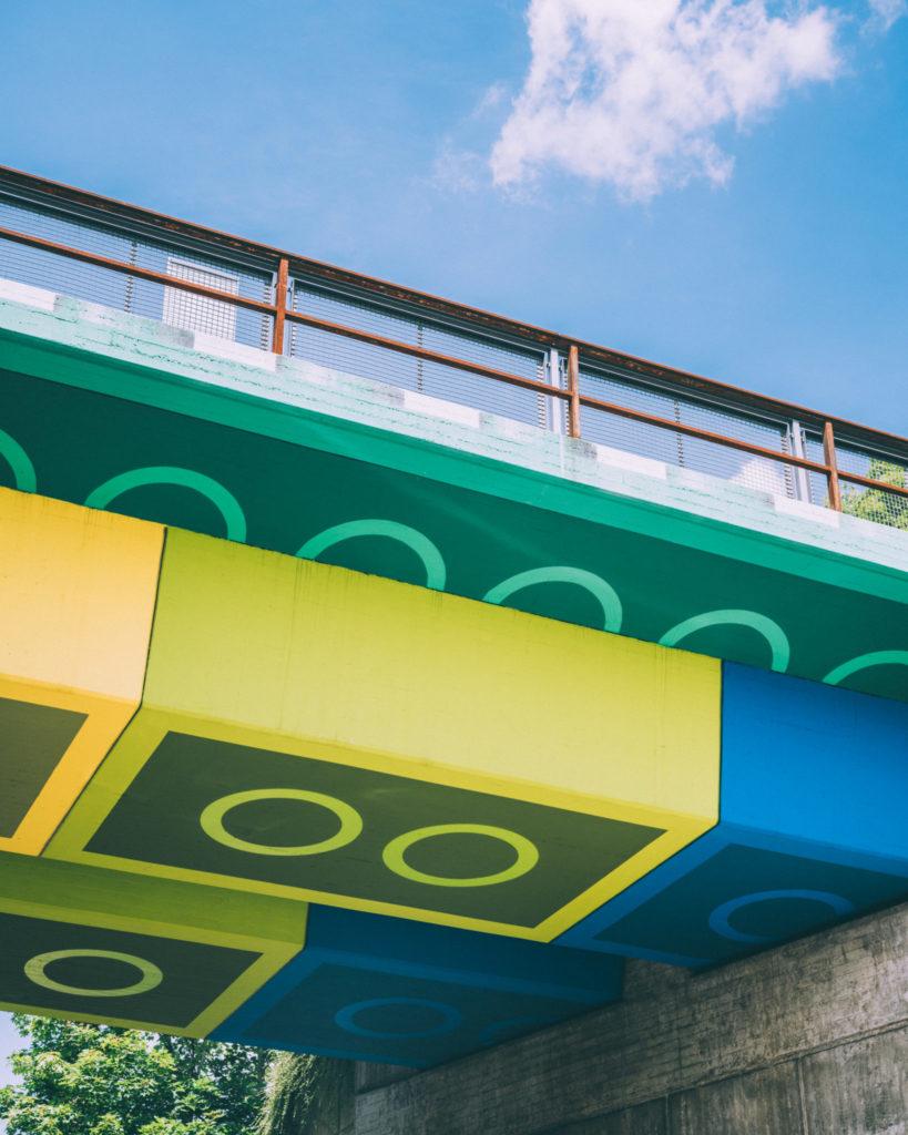 Legobrücke in Wuppertal mit Fußgänger Nordrhein-Westfalen © Johannes Höhn