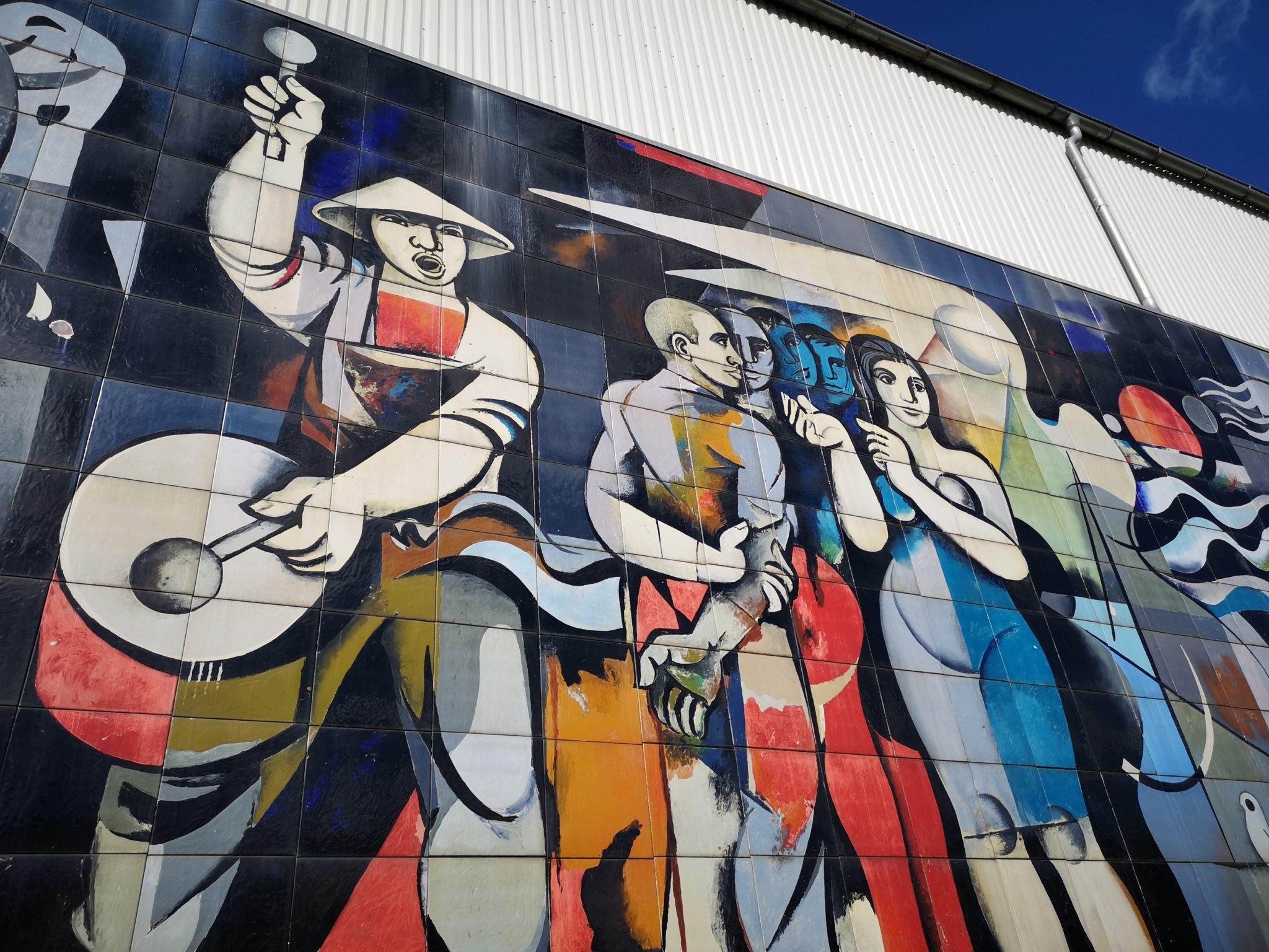 Ausschnitt des Wandbildes von Willi Neubert am Bahnhof Thale