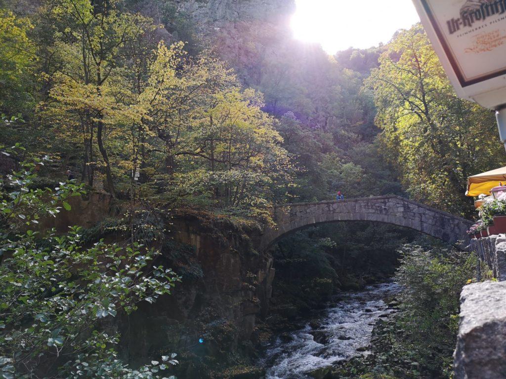 Die Jungfernbrücke im tiefen Bode-TalDie Jungfernbrücke im tiefen Bode-Tal
